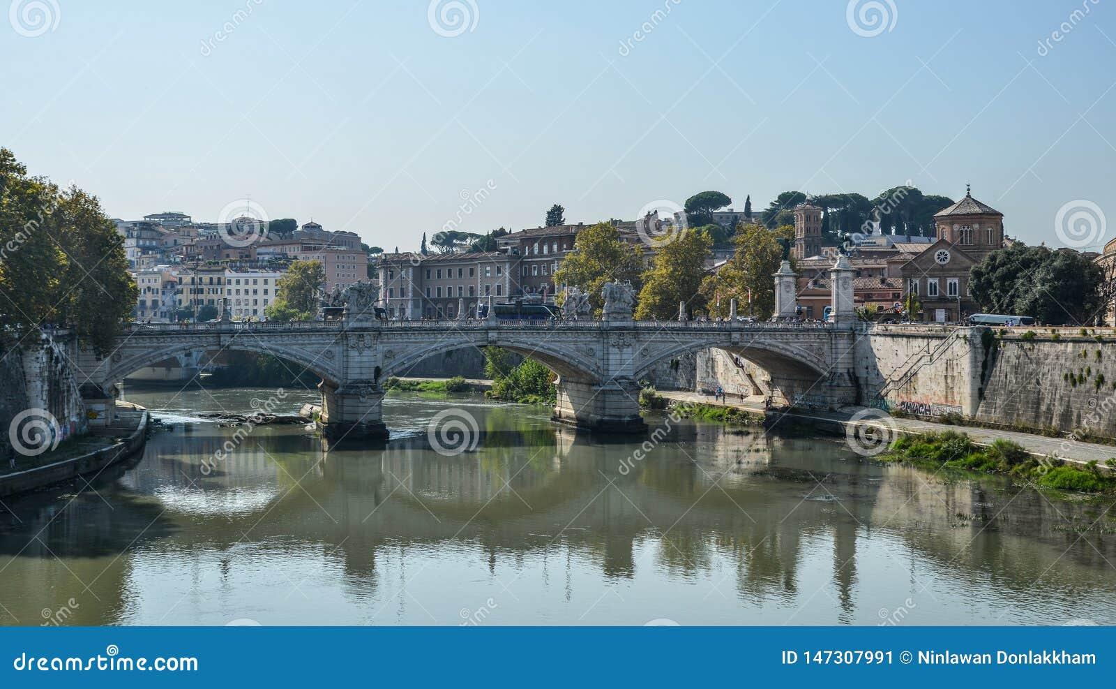 Ponte ou Pons Aelius de Aelian em Roma, It?lia