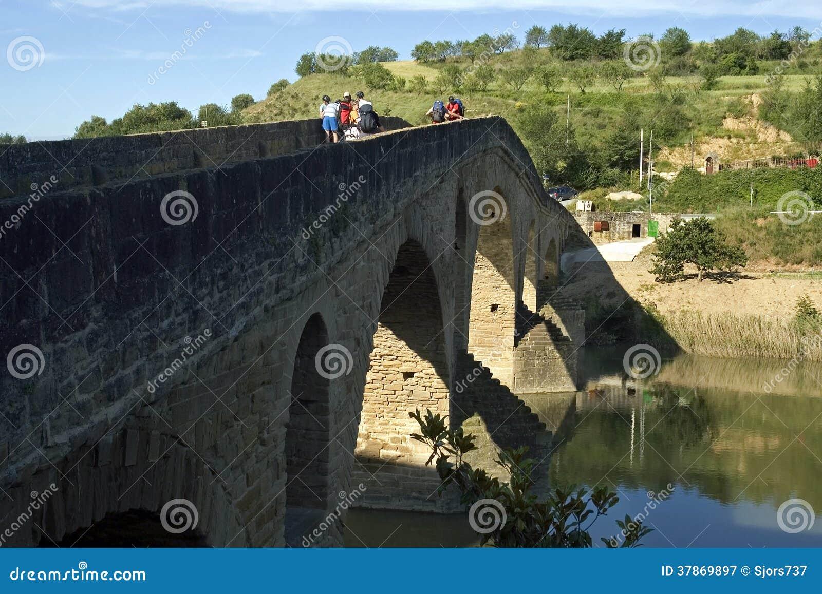 Ponte, pellegrini e fiume medievali Arga, Spagna