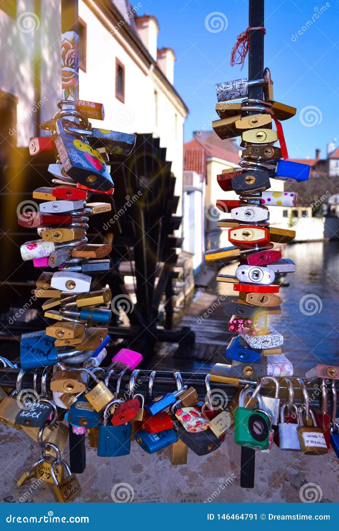 Ponte Praga della serratura di amore