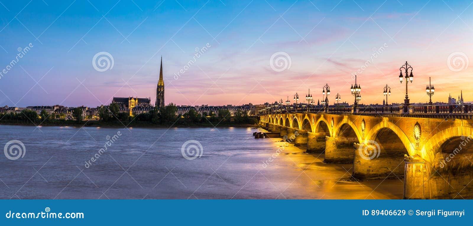 Ponte rochoso velha no Bordéus