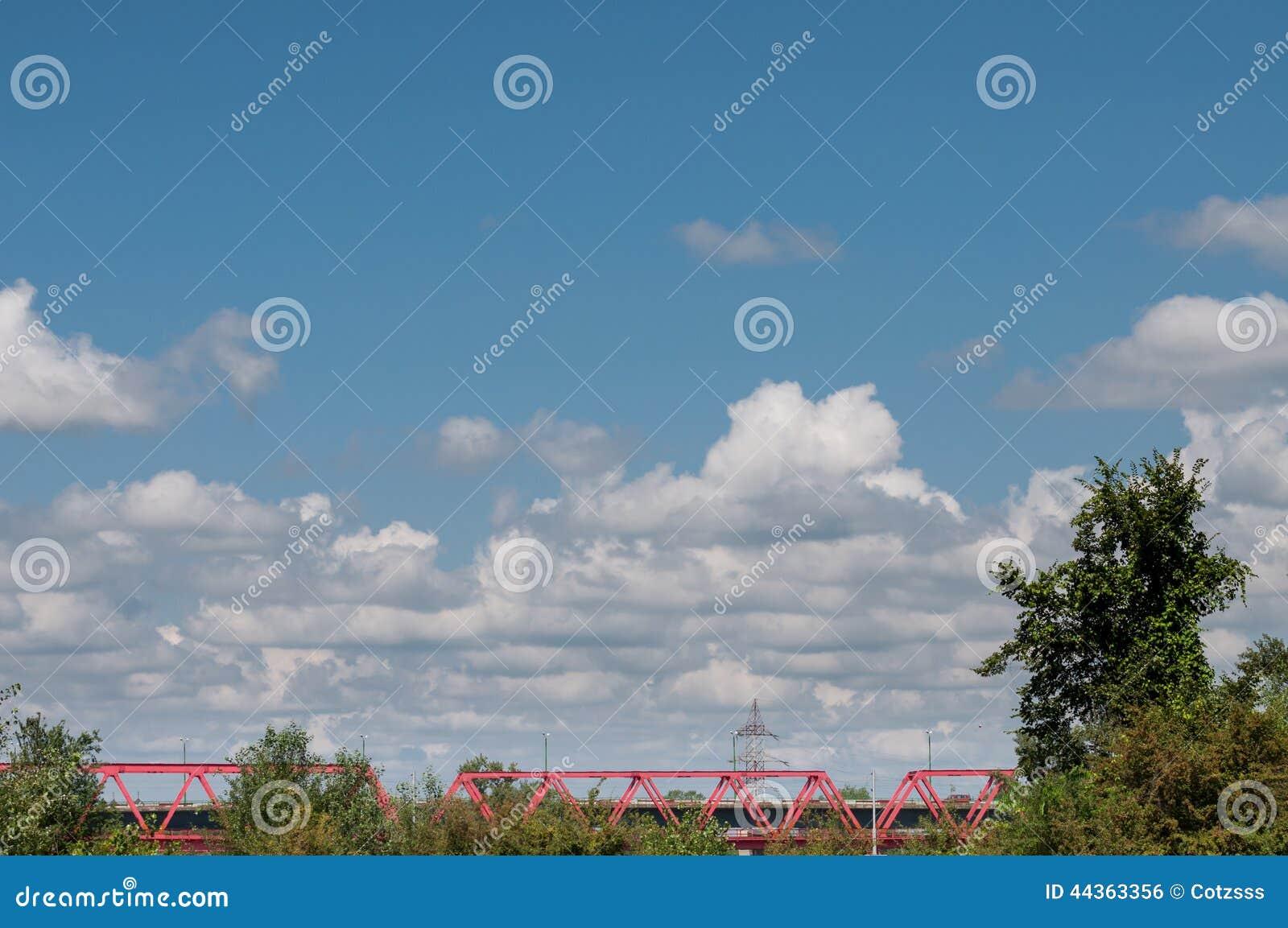 Ponte rosso ferroviario