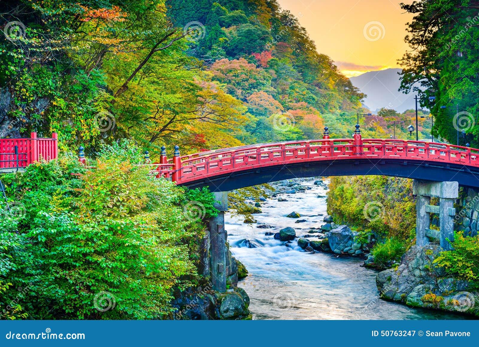 Ponte sagrado de Shinkyo em Japão