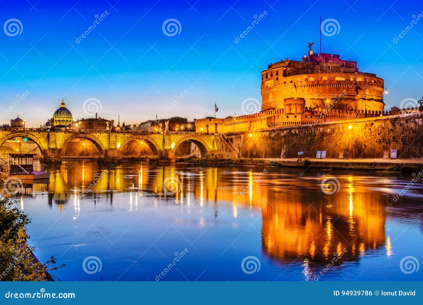 Ponte Sant& x27 Γέφυρα του Angelo που διασχίζει τον ποταμό Tiber