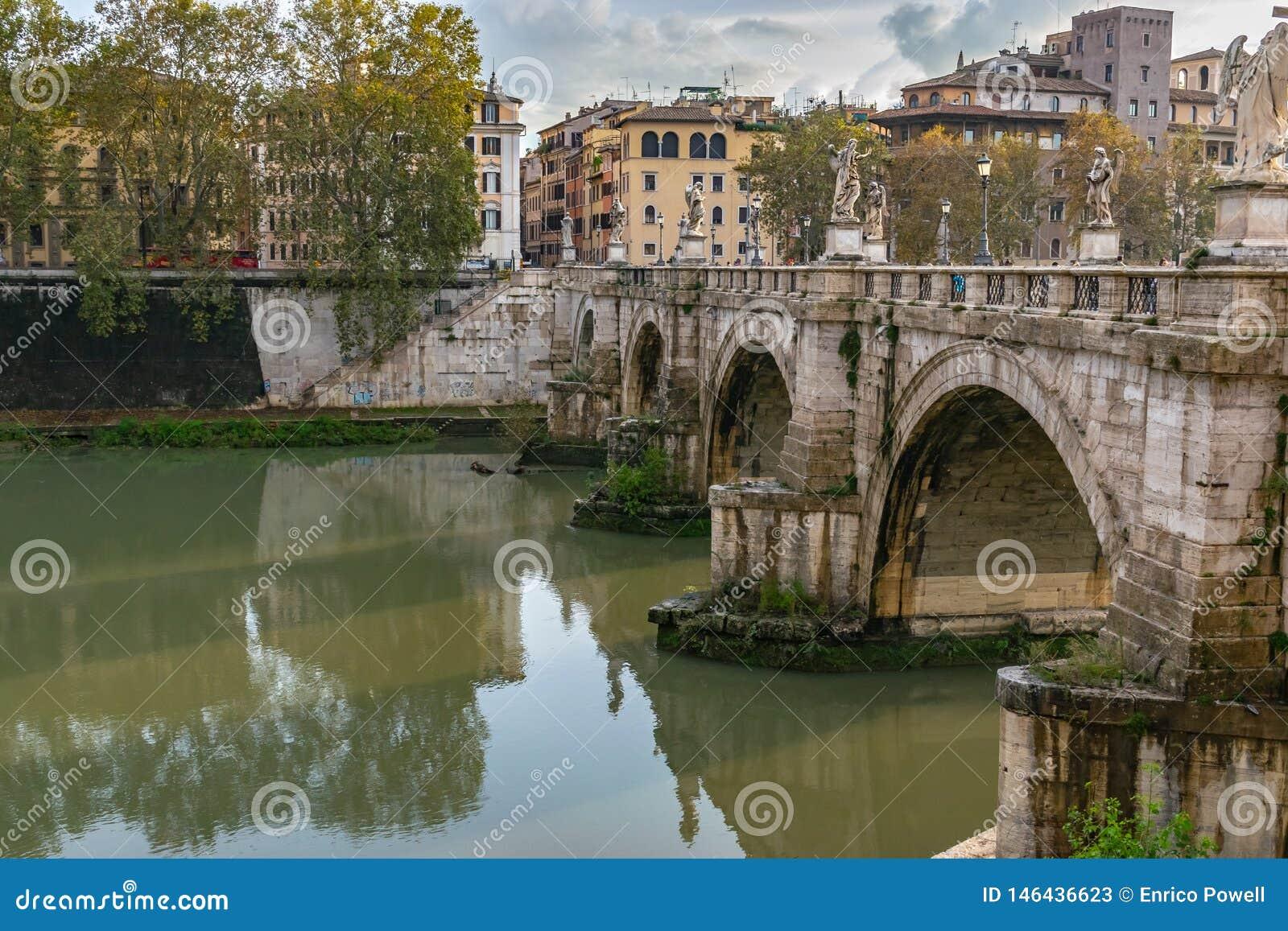 Ponte Sant ?Angelo Bridge des anges, une fois que le pont d Aelian ou le Pons Aelius, voulant dire le pont de Hadrian, ? Rome