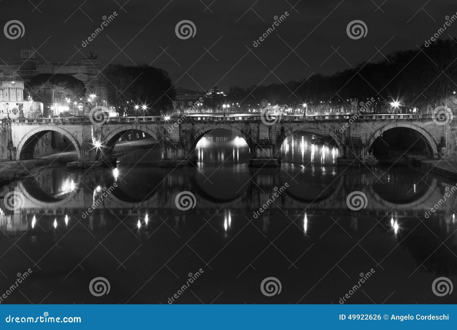 Ponte SantAngelo, puente en Roma Italia Blanco negro
