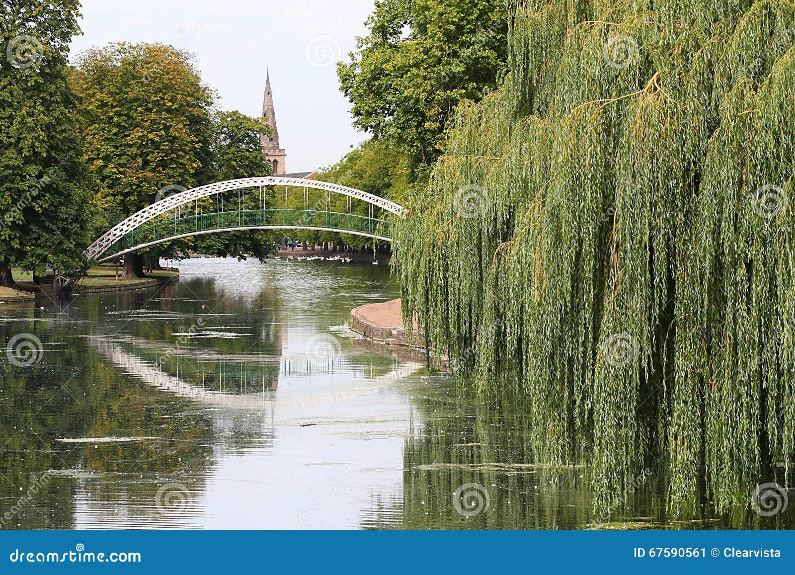 Ponte sospeso pedonale, Bedford, U K