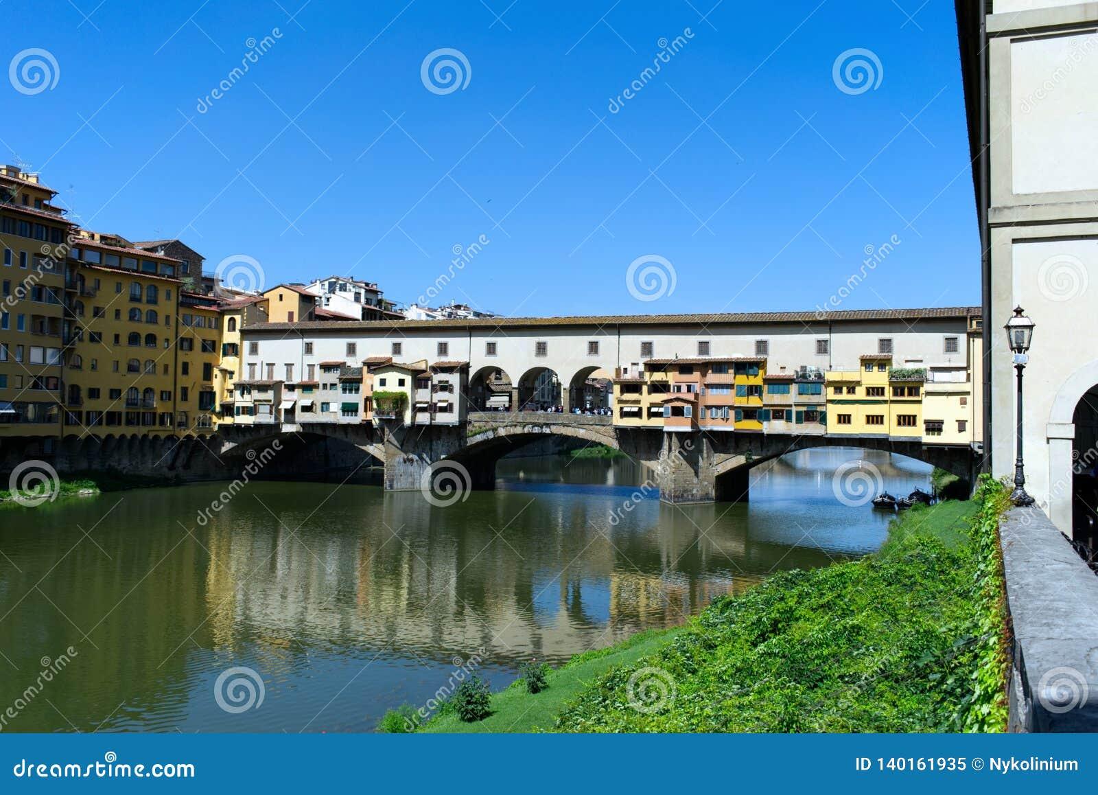 Ponte Vecchio en Firenze, Toscana, Italia