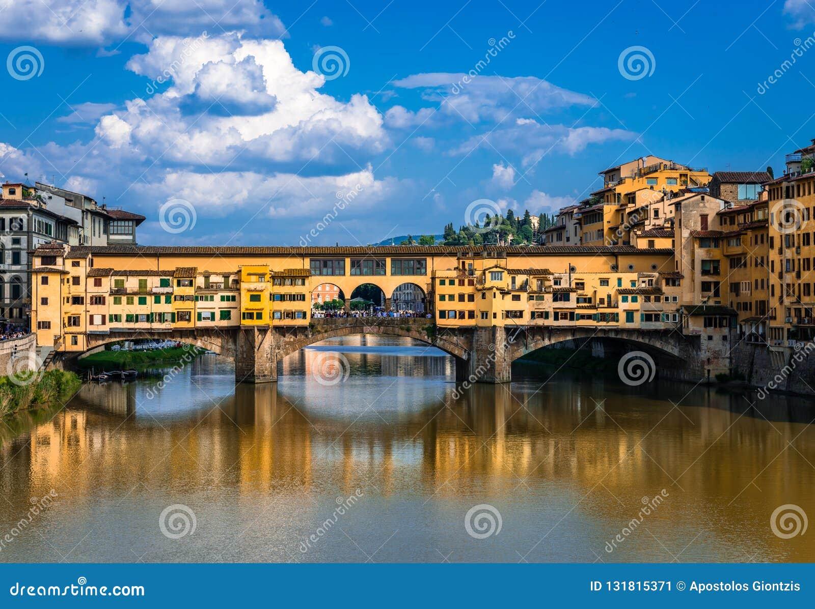 Ponte Vecchio gammal bro i Florence, Tuscany