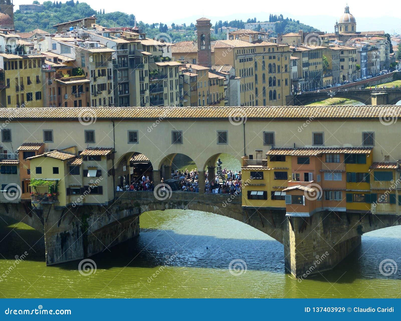 Ponte Vecchio over Arno-rivier in Florence, Italië