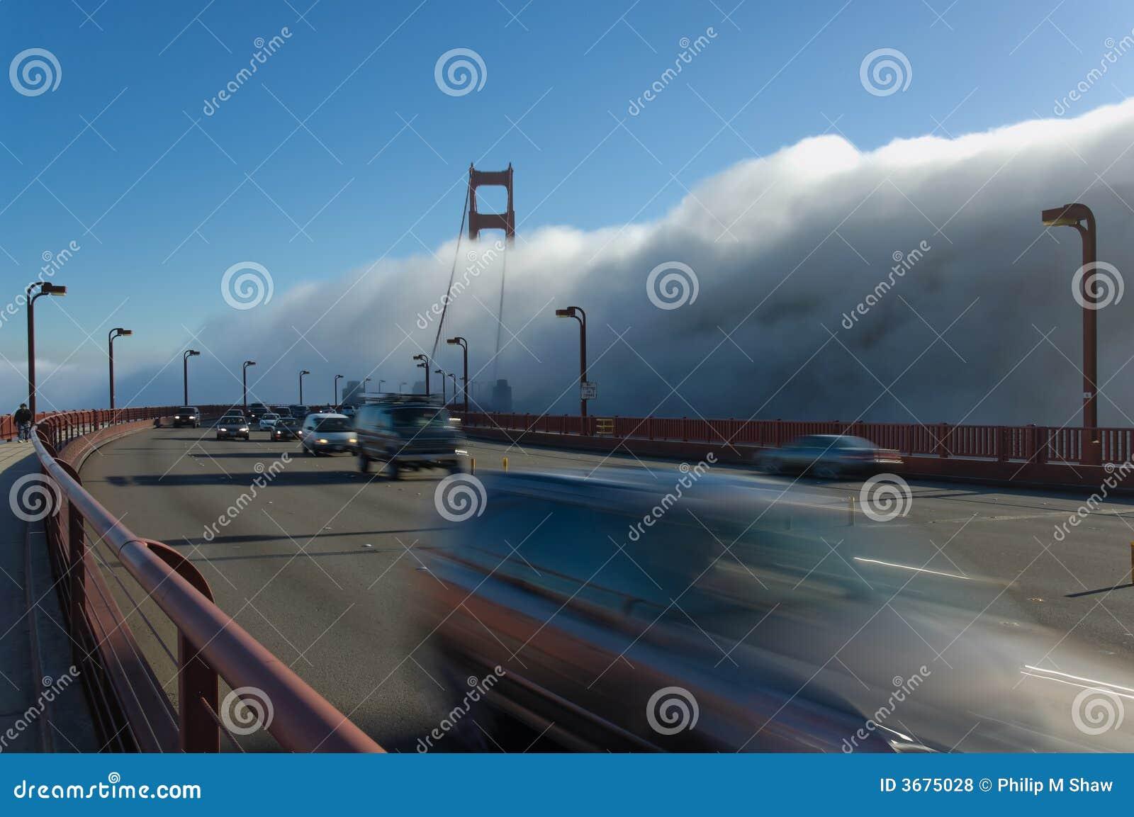 Download Ponticello Di Goldengate In Nebbia Fotografia Stock - Immagine di foreboding, torrette: 3675028