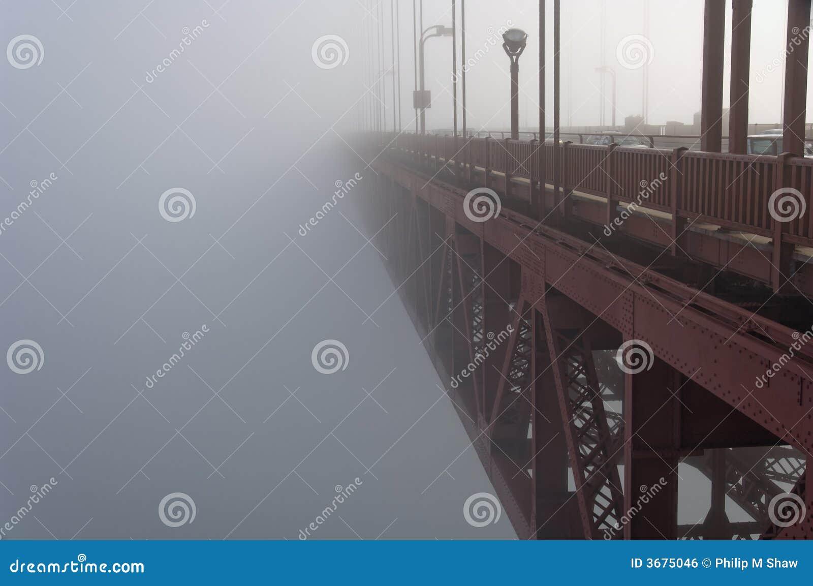 Download Ponticello Di Goldengate In Nebbia Fotografia Stock - Immagine di moody, drippy: 3675046