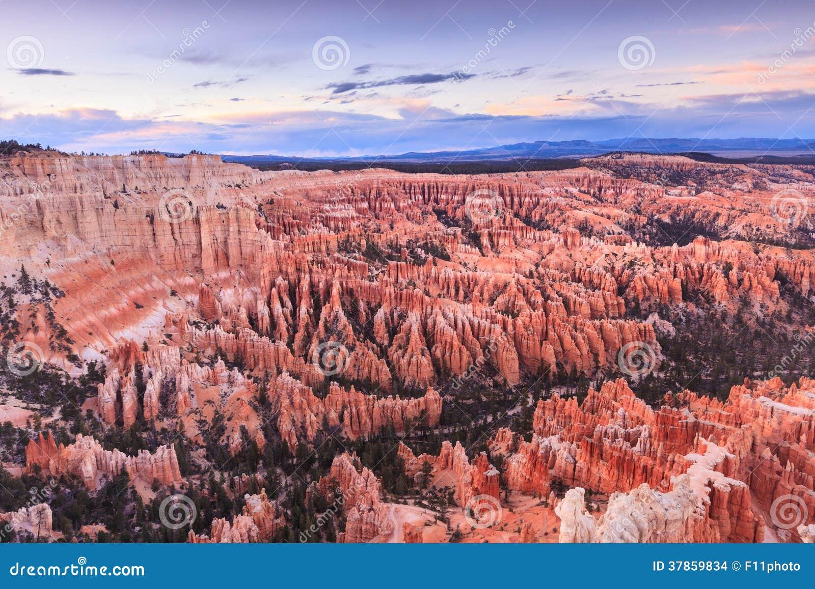Ponto no nascer do sol, Bryce Canyon National Park da inspiração, Utá,