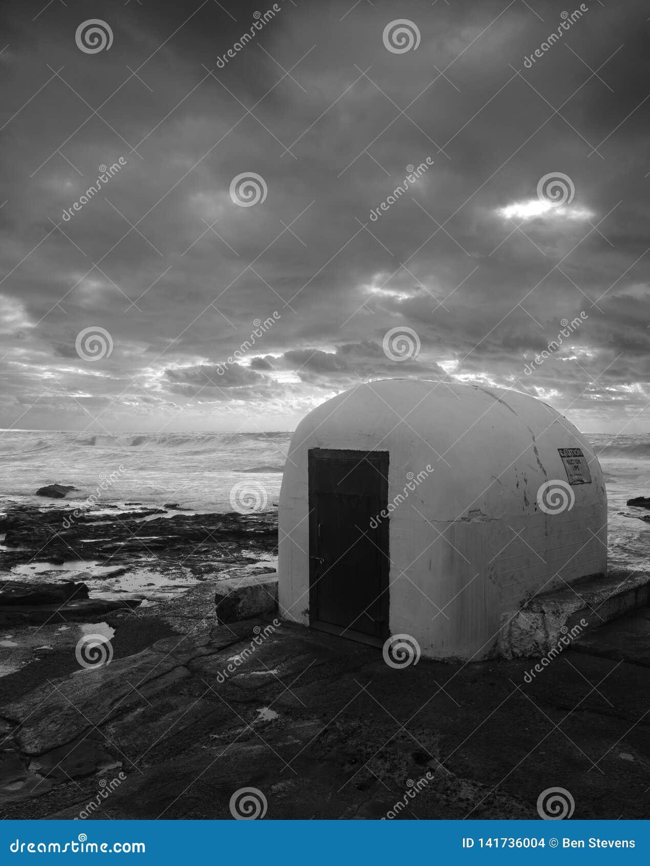 Ponury wizerunek pumphouse skalisty wychód