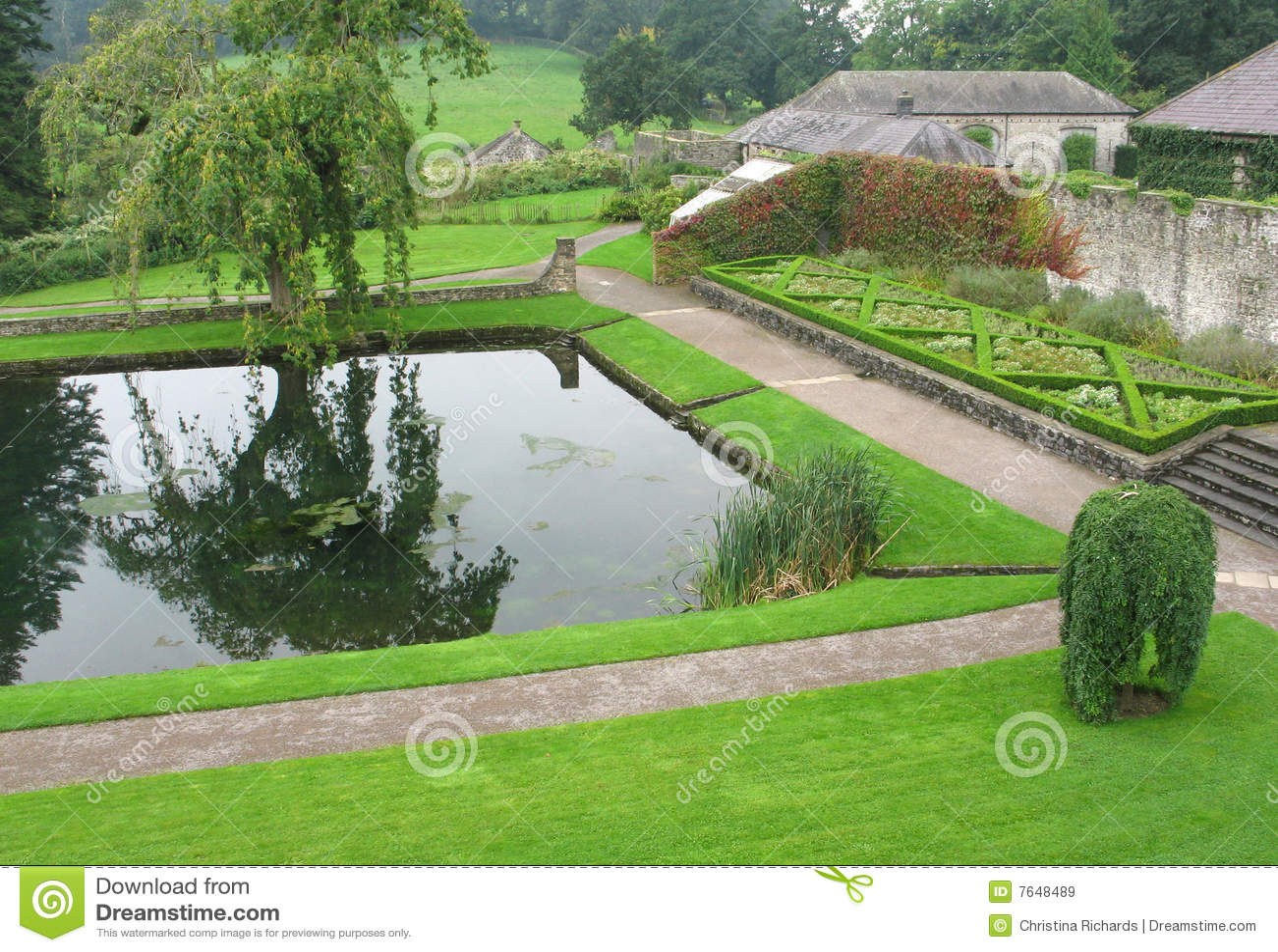 Pool am Aberglasney Garten, Wales Großbritannien