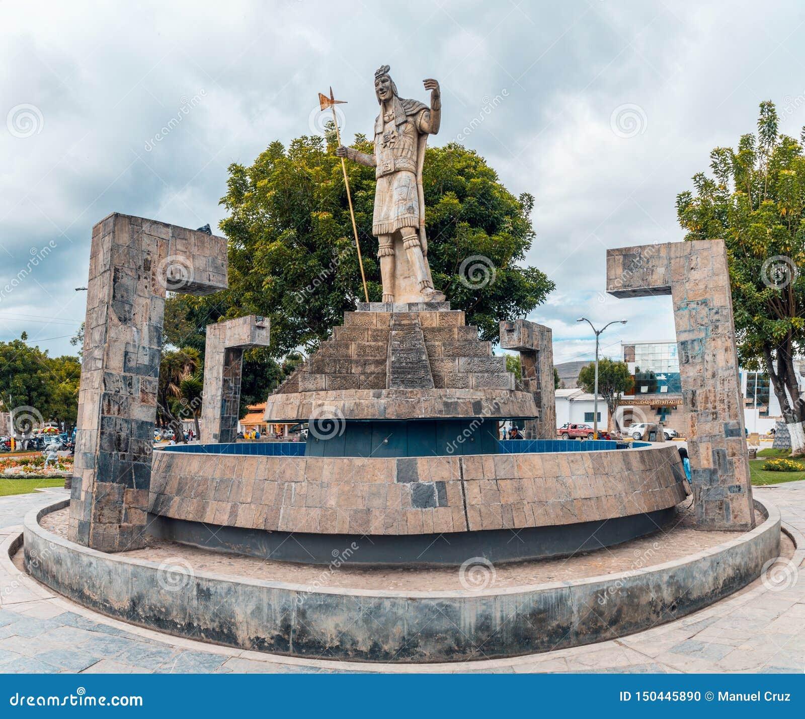 Banos Del.Pool With Sculpture Of The Inca In Plaza De Armas Of Banos