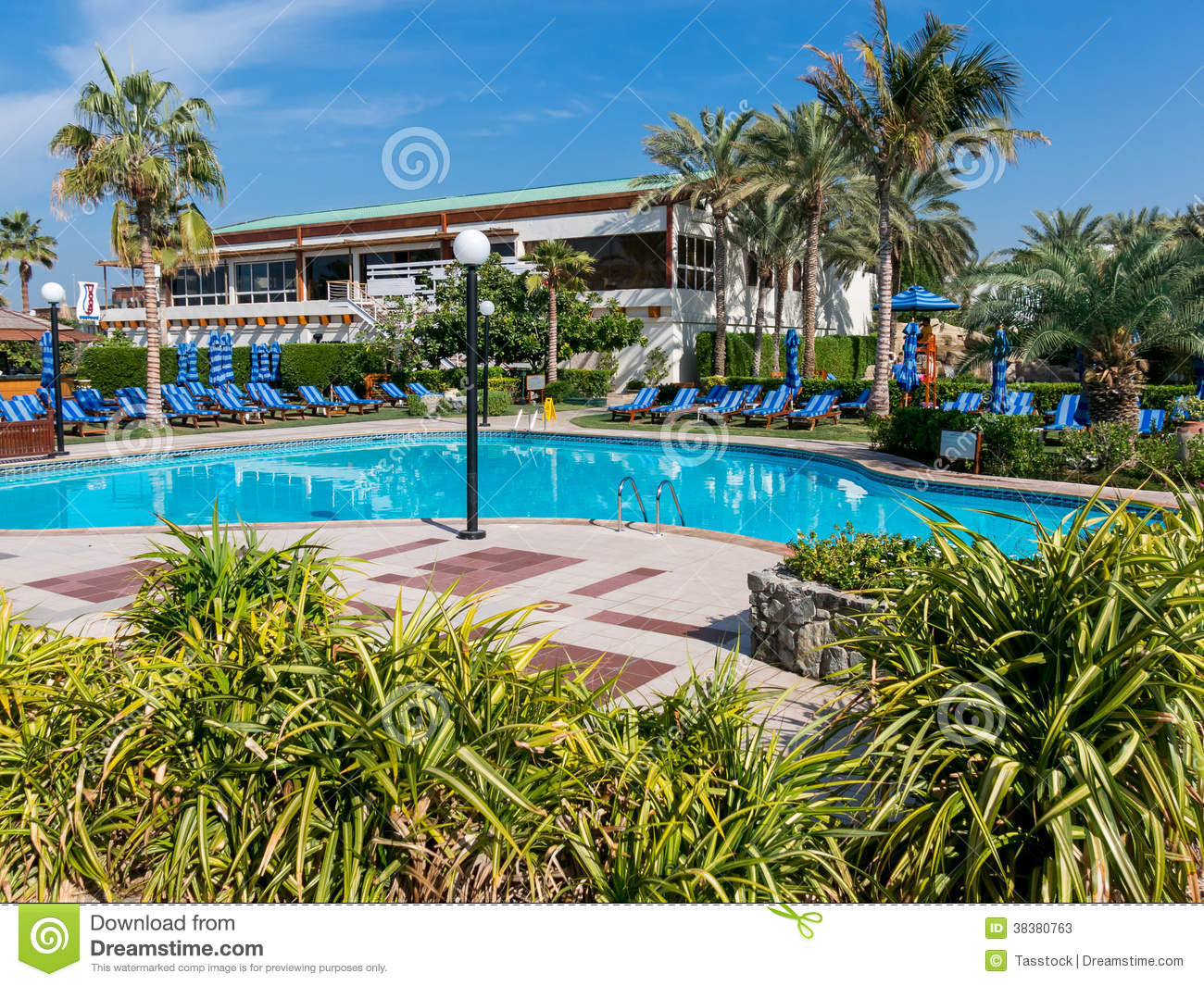 Pool and sunbeds in hotel resort dubai editorial stock for Garden pool dubai