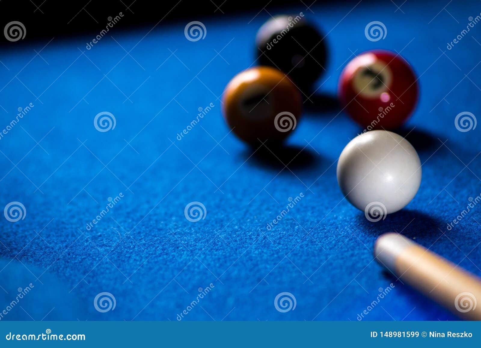 Poolbillardkugeln auf blauem Tabellensport-Spielsatz Snooker, Poolspiel