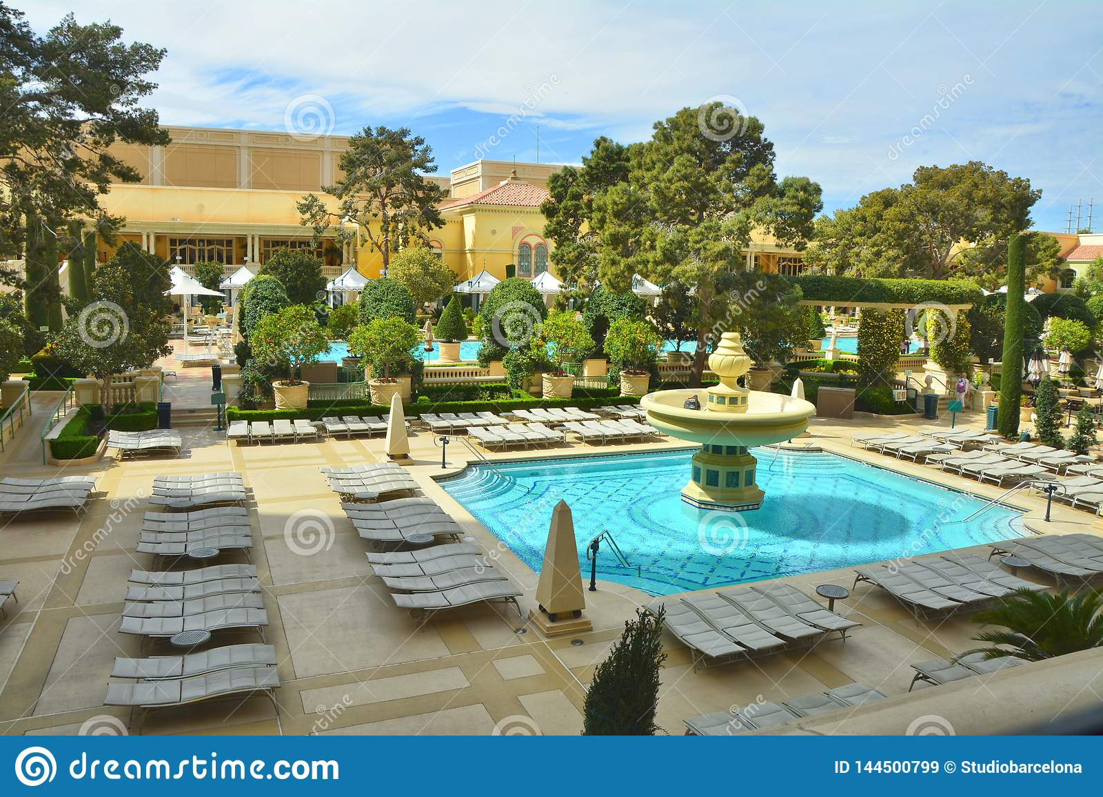 Pools And Garden At Bellagio Hotel Casino Editorial Stock Image Image Of Landmark Strip 144500799