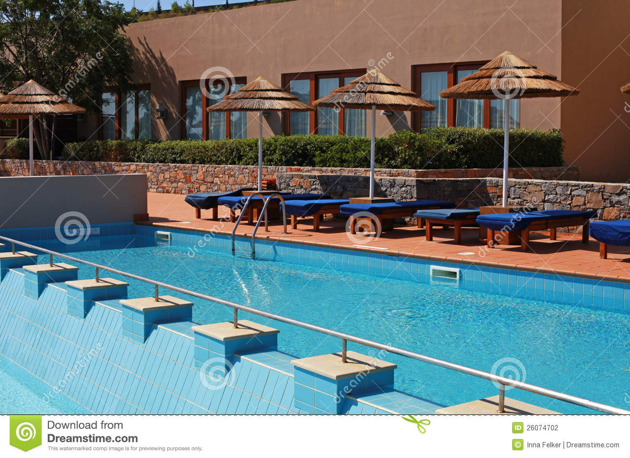 Poolside Bed poolside bed stock photography - image: 33378262