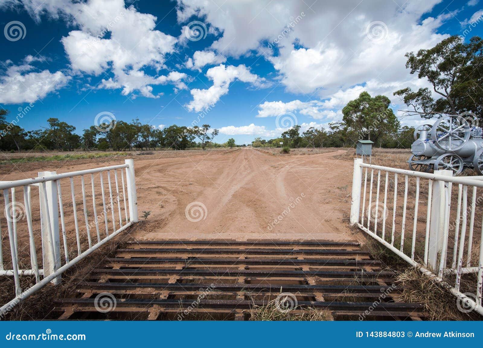 Poort en ingang aan een binnenlandpost in Bliksemrand, Australië