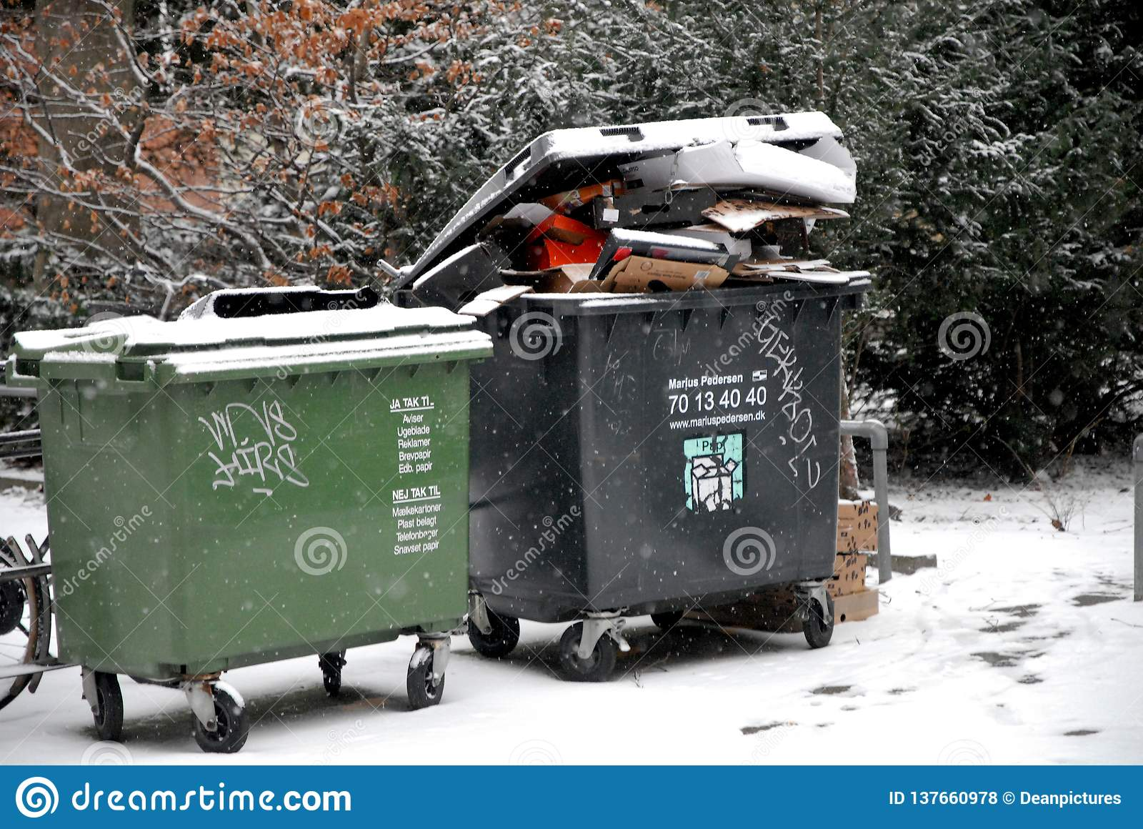 Pop afval het geen verwijderde gepaste o-weer van sneeuwdalingen