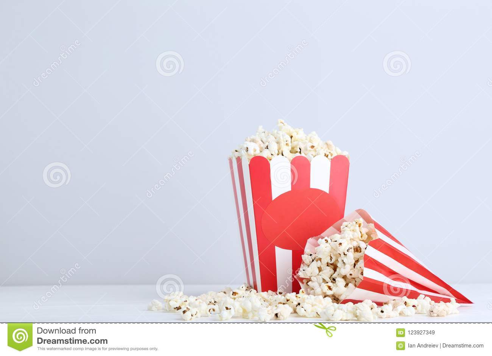 Popcorn στο ριγωτό κάδο