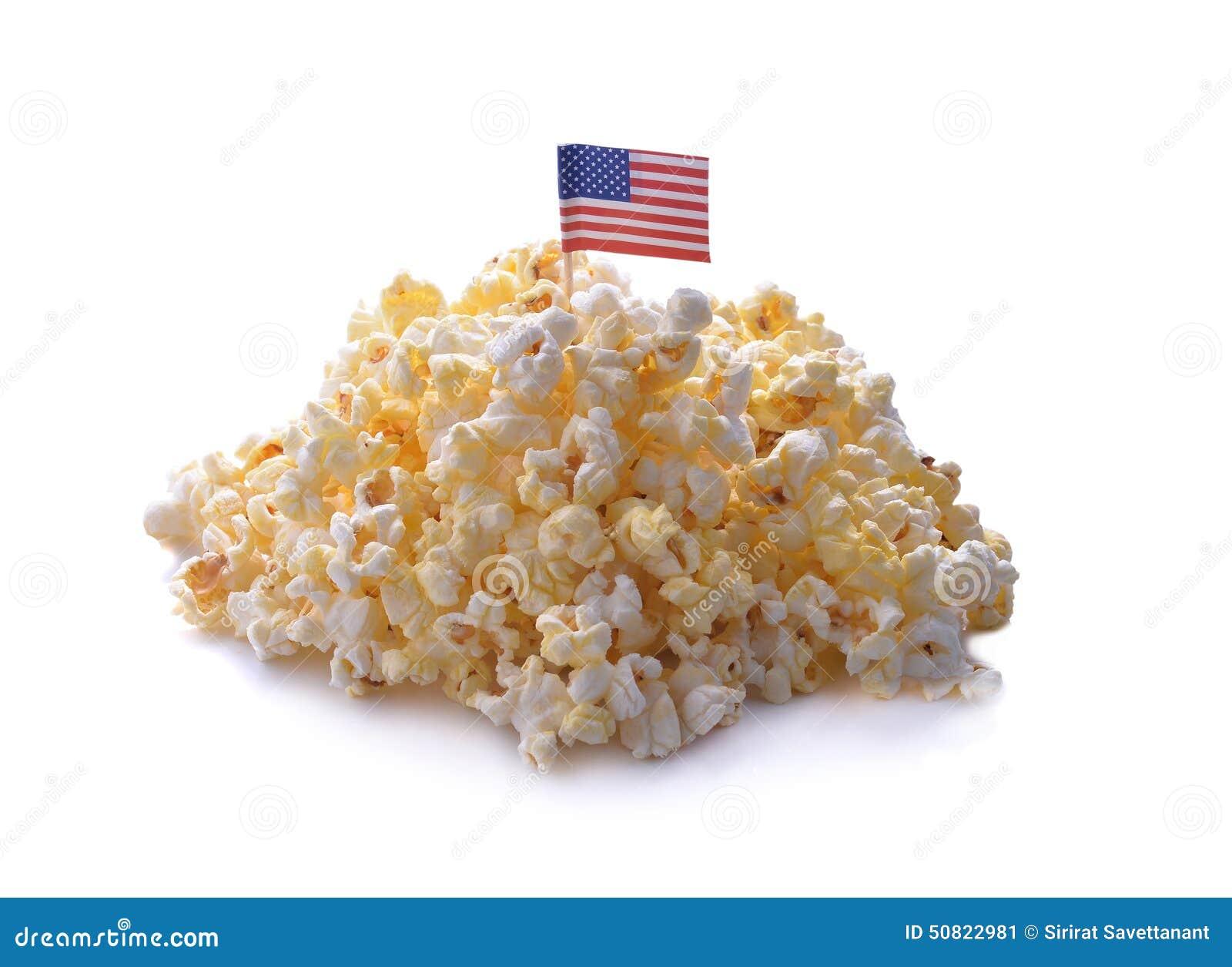 Popcorn die op een witte achtergrond wordt geïsoleerd