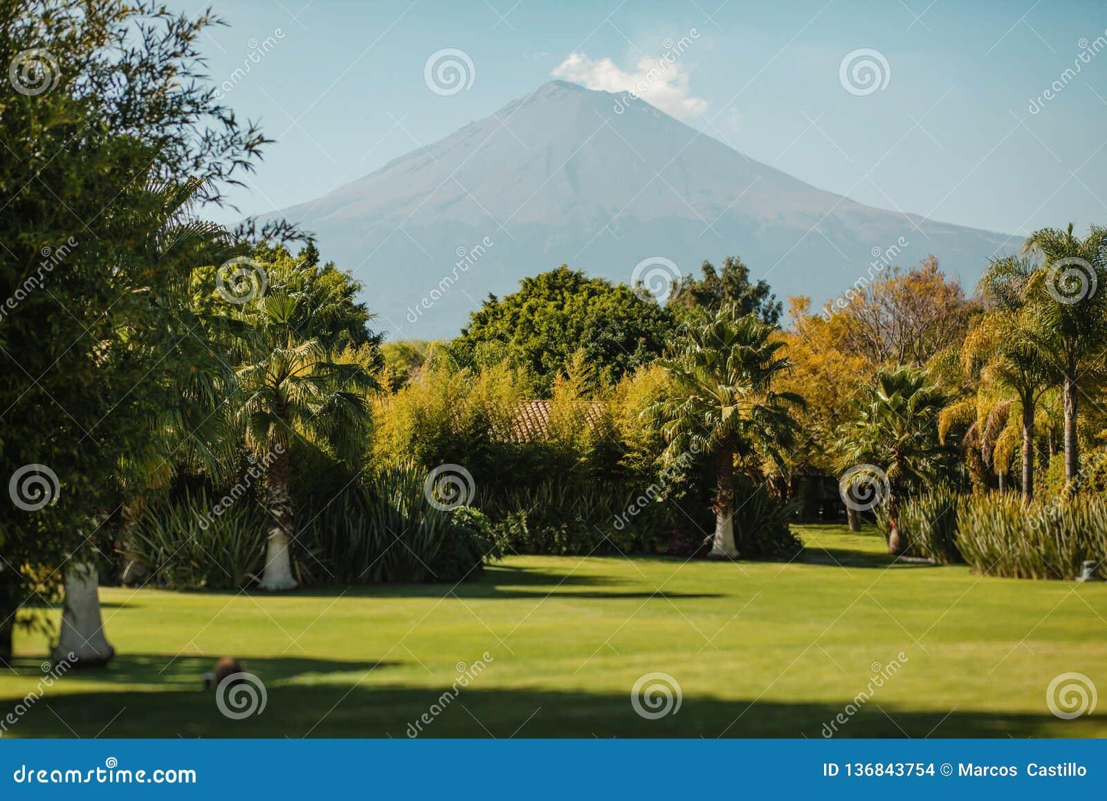 Popocatepetl de paysage de volcan de Puebla Mexique