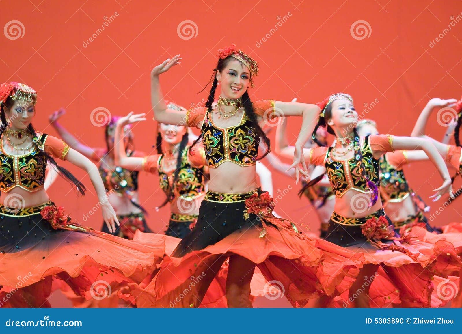Download Popolo Cinese Di Ballo Di Piega Immagine Editoriale - Immagine di culturale, modo: 5303890