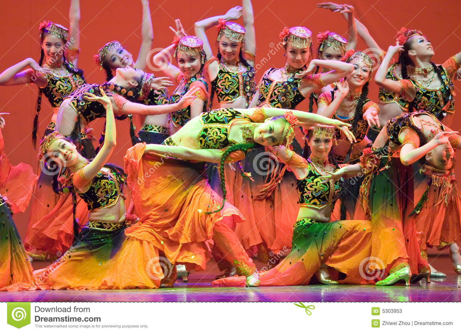 Download Popolo Cinese Di Ballo Di Piega Fotografia Stock Editoriale - Immagine di artista, celebrazione: 5303953