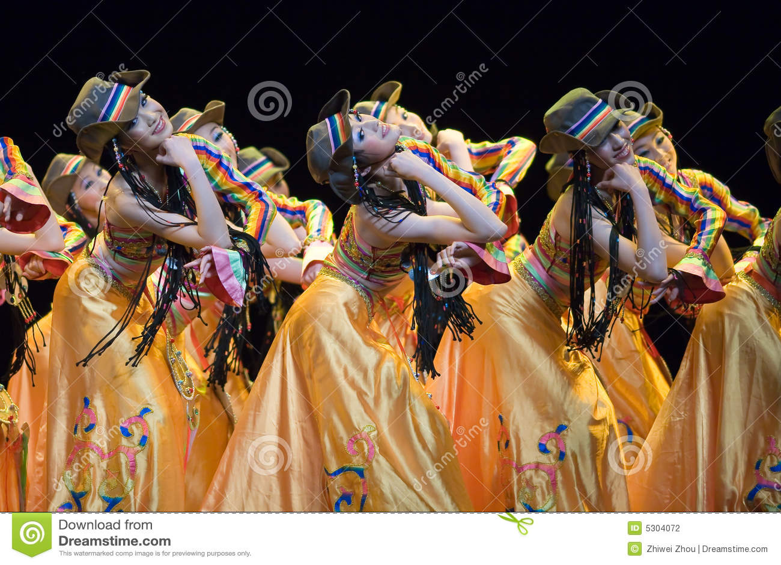 Download Popolo Cinese Di Ballo Di Piega Fotografia Editoriale - Immagine di modo, verde: 5304072