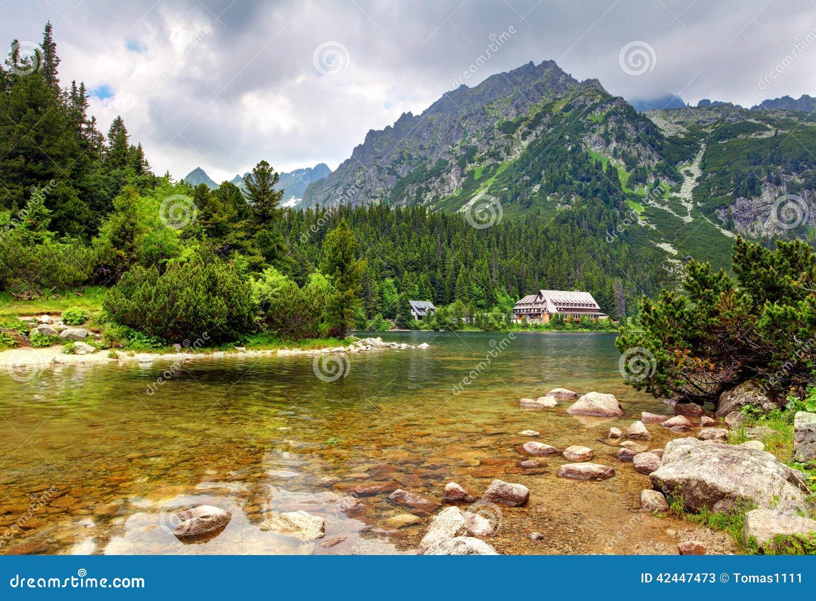 Popradske pleso - Slovakien berglandskap på sommar