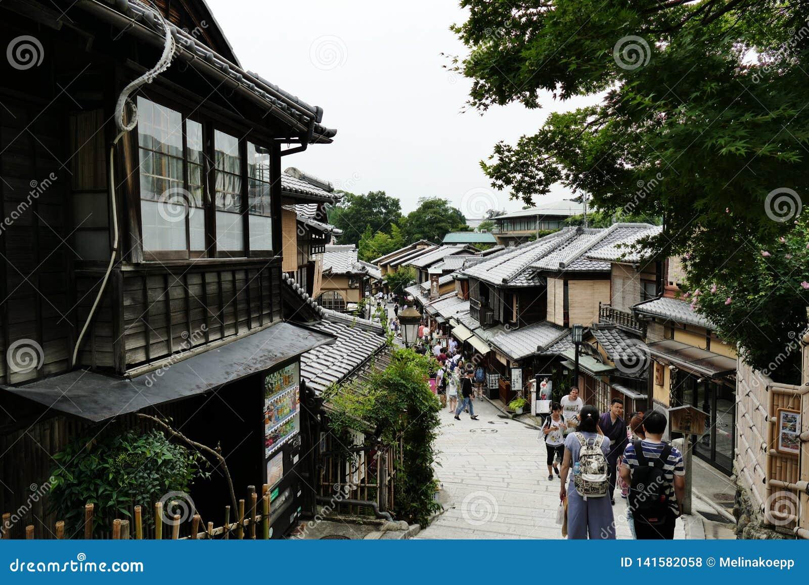 Populäre und alte Straße in Higashiyama-Bezirk, Kyoto, Japan