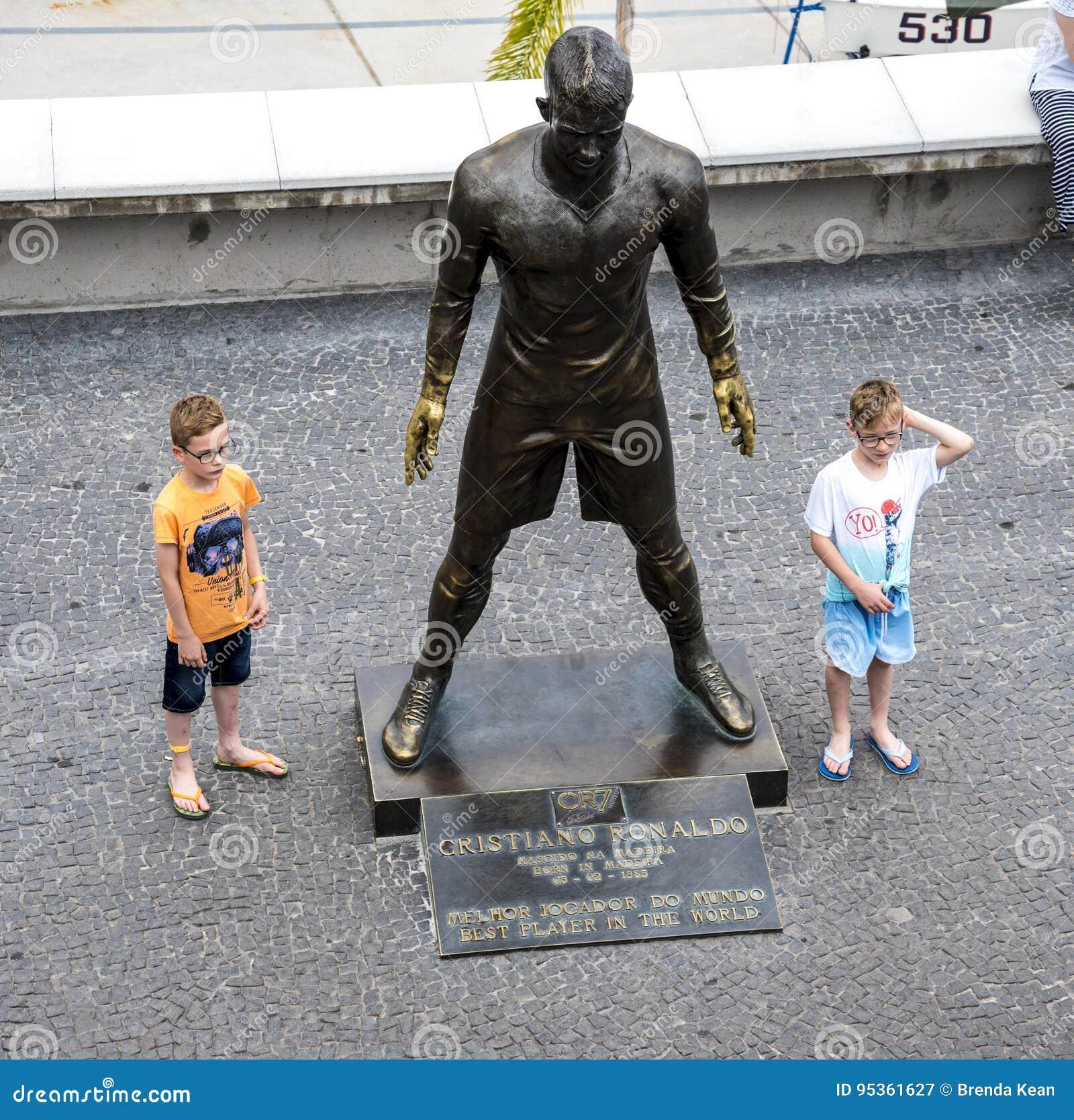 Populär staty av Cristiano Ronaldo, den internationella fotbollsspelaren, som var den bördiga madeiran