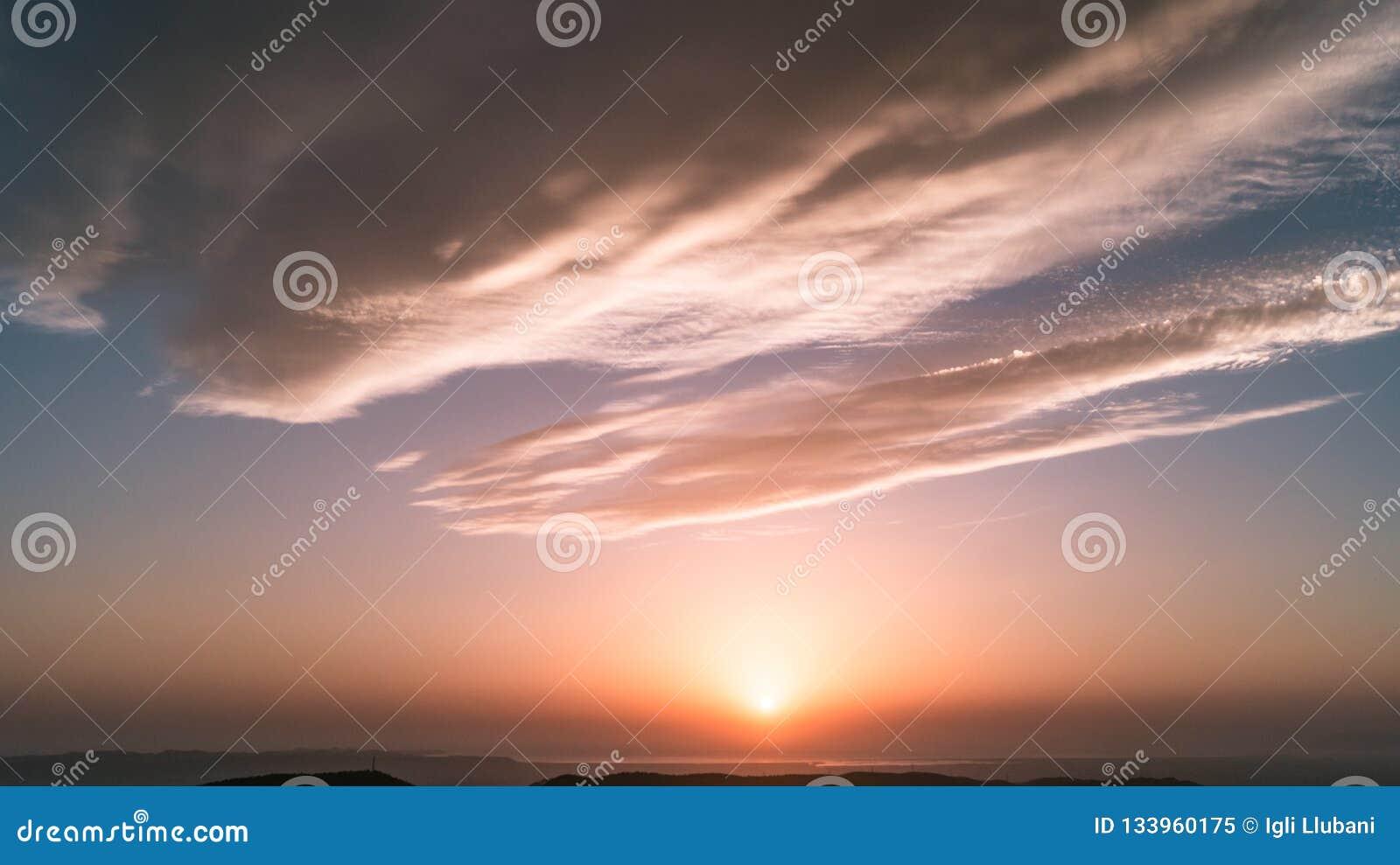 Por do sol cor-de-rosa
