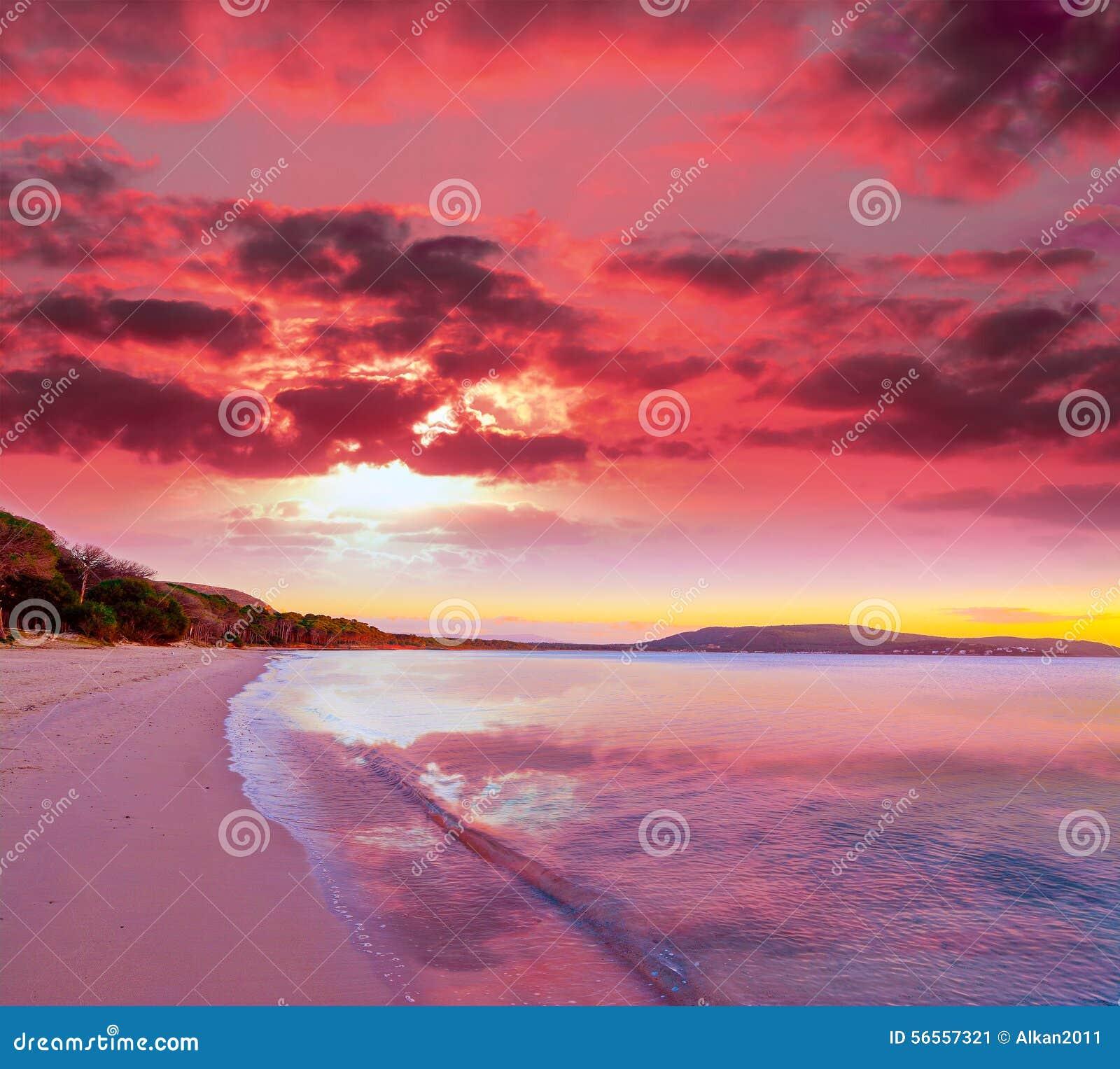 7ed3a575fd7fe Por Do Sol Cor-de-rosa Na Praia De Mugoni Imagem de Stock - Imagem ...