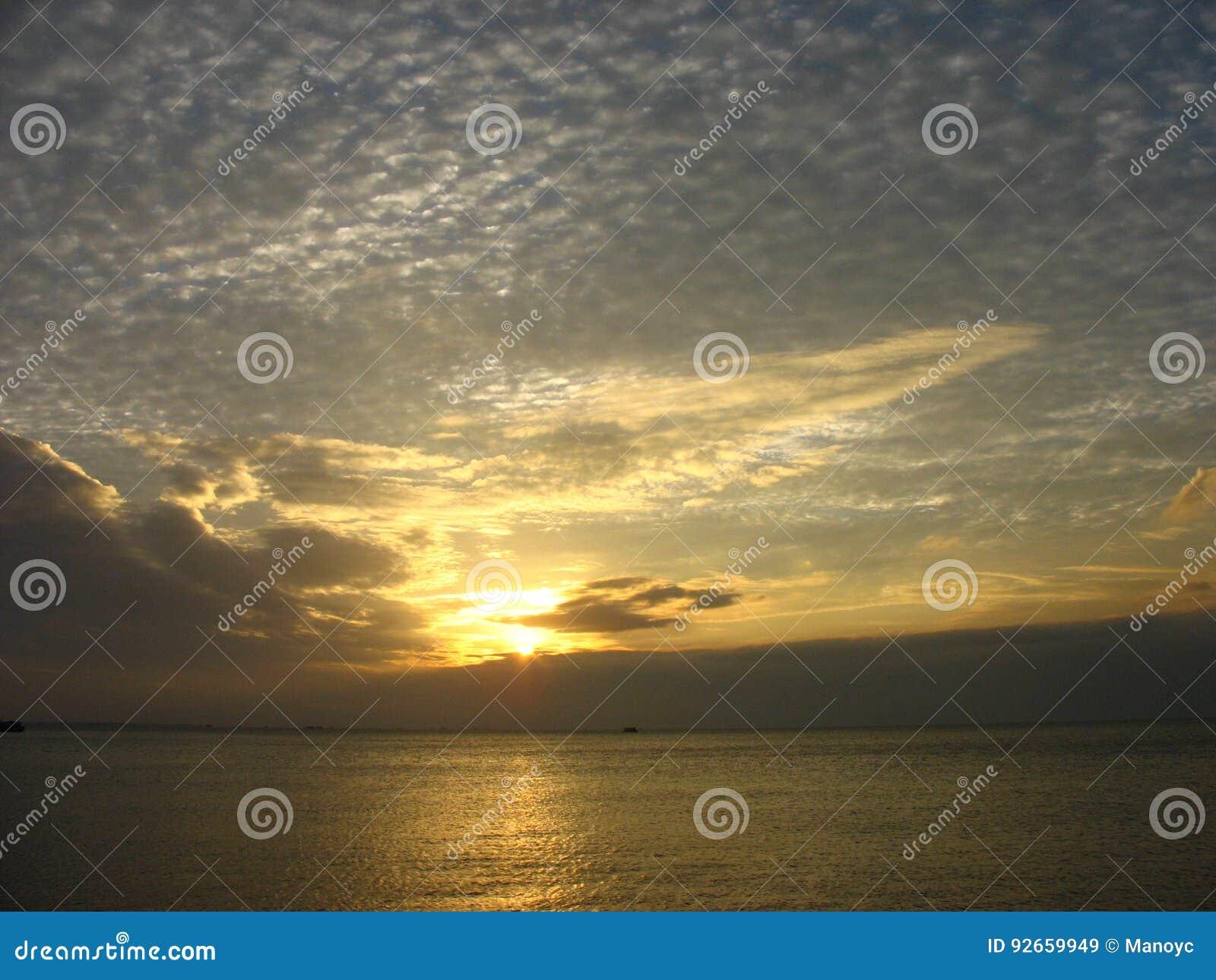Por do sol da baía de Manila