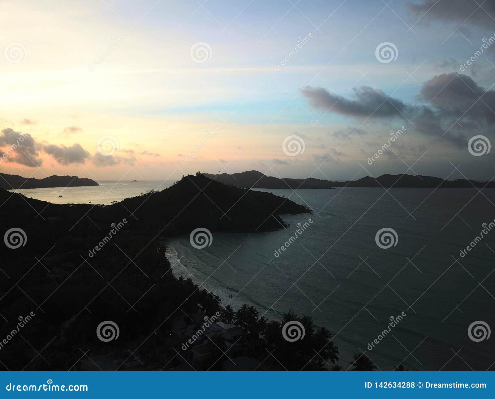 Por do sol da ilha de Praslin