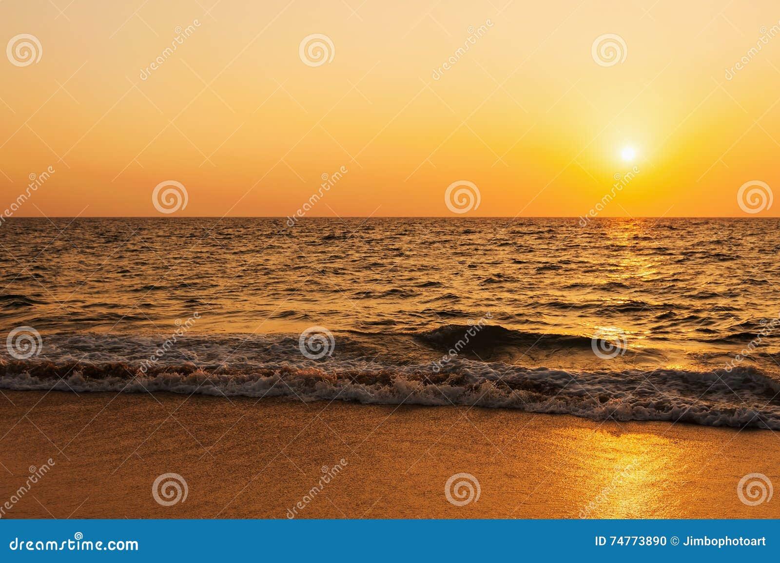 Por do sol da praia do mar