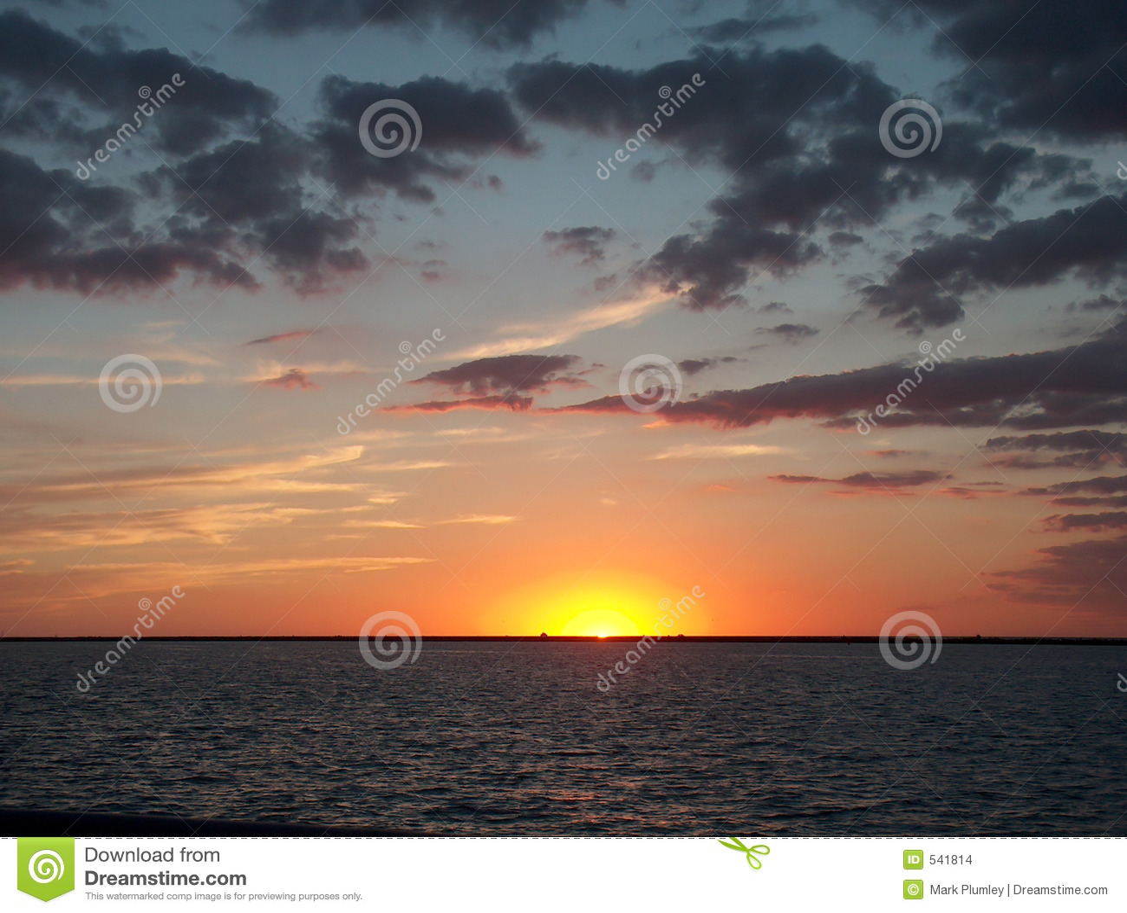 Por do sol de Erie de lago