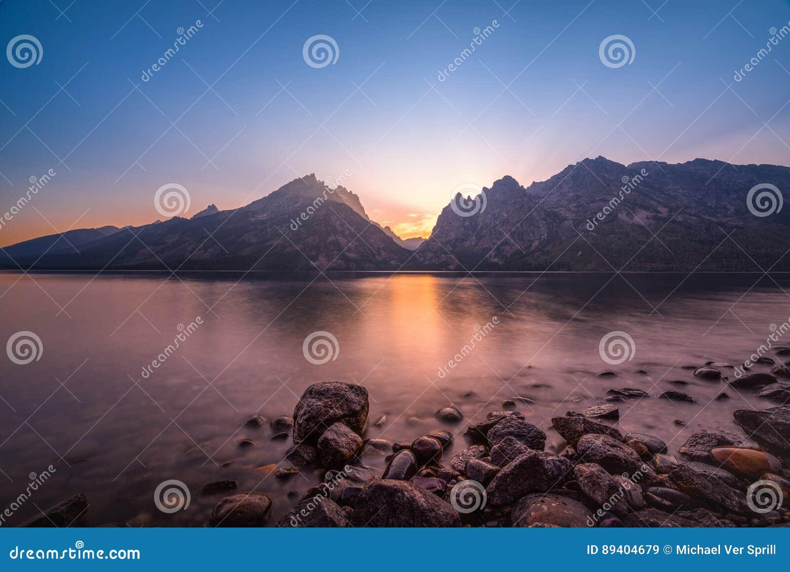 Por do sol de Jenny Lake em Wyoming