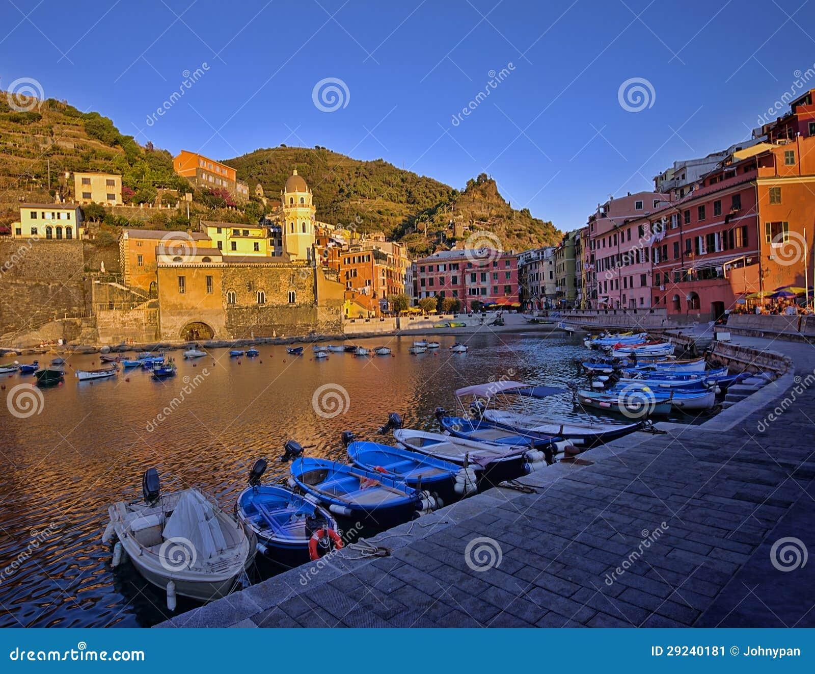 Download Por Do Sol De Vernazza, Italia Imagem de Stock - Imagem de outdoors, local: 29240181