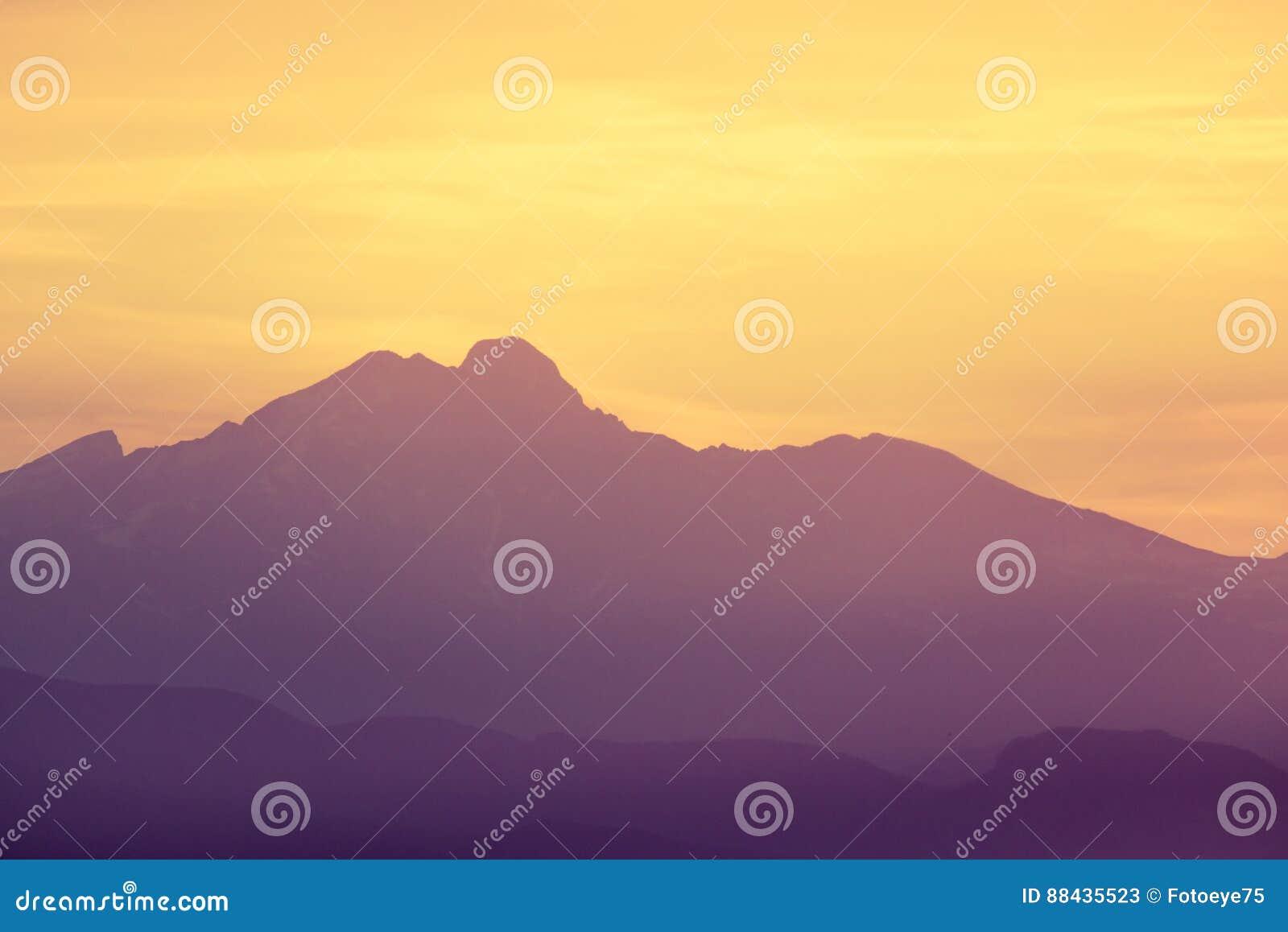 Por do sol do nascer do sol da montanha rochosa de Colorado