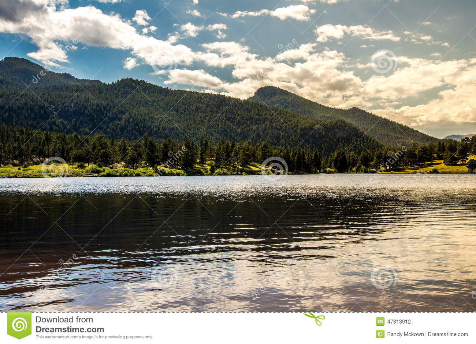 Por do sol do nascer do sol em Colorado Rocky Mountain Lily Lake
