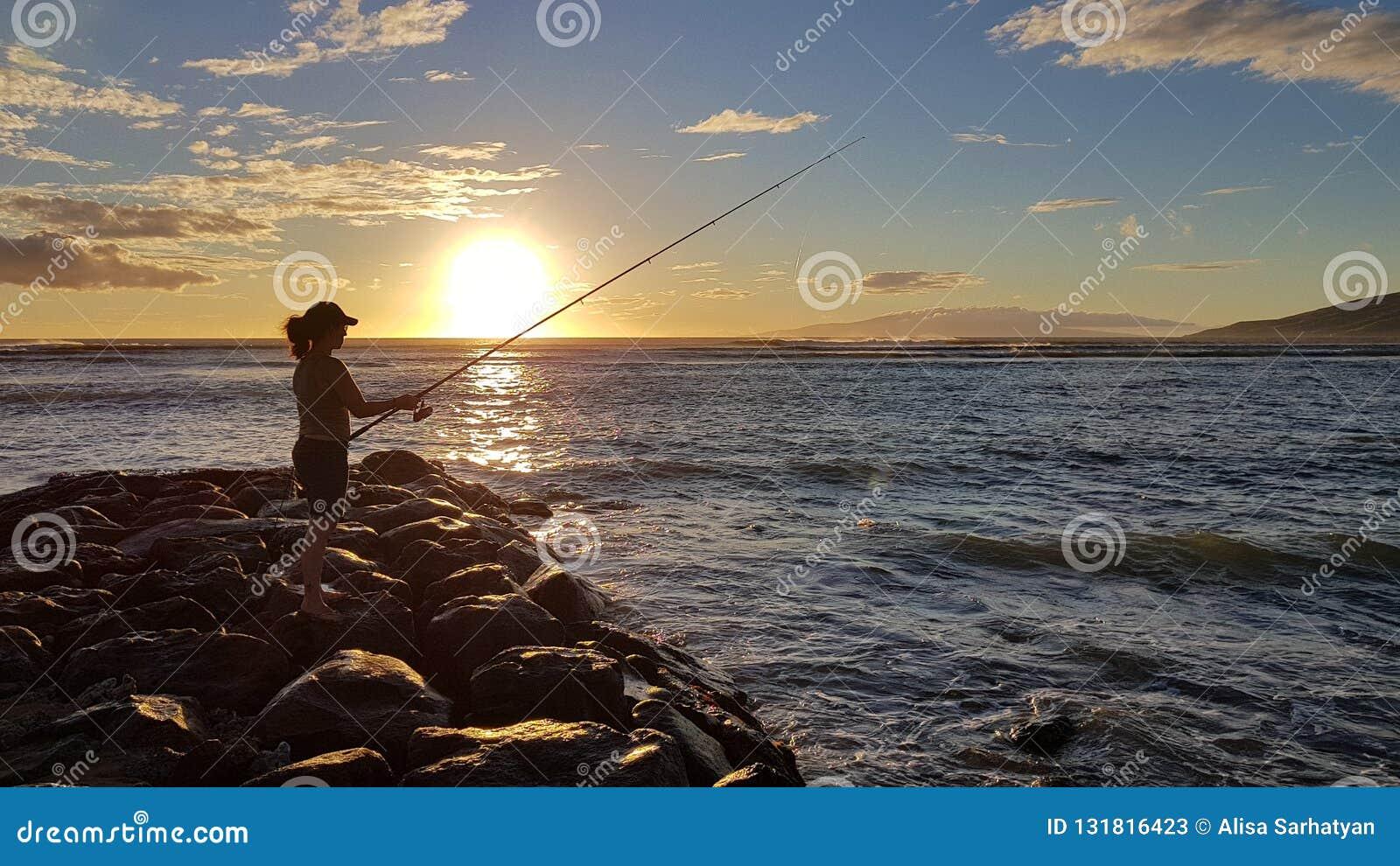 Por do sol e pescador