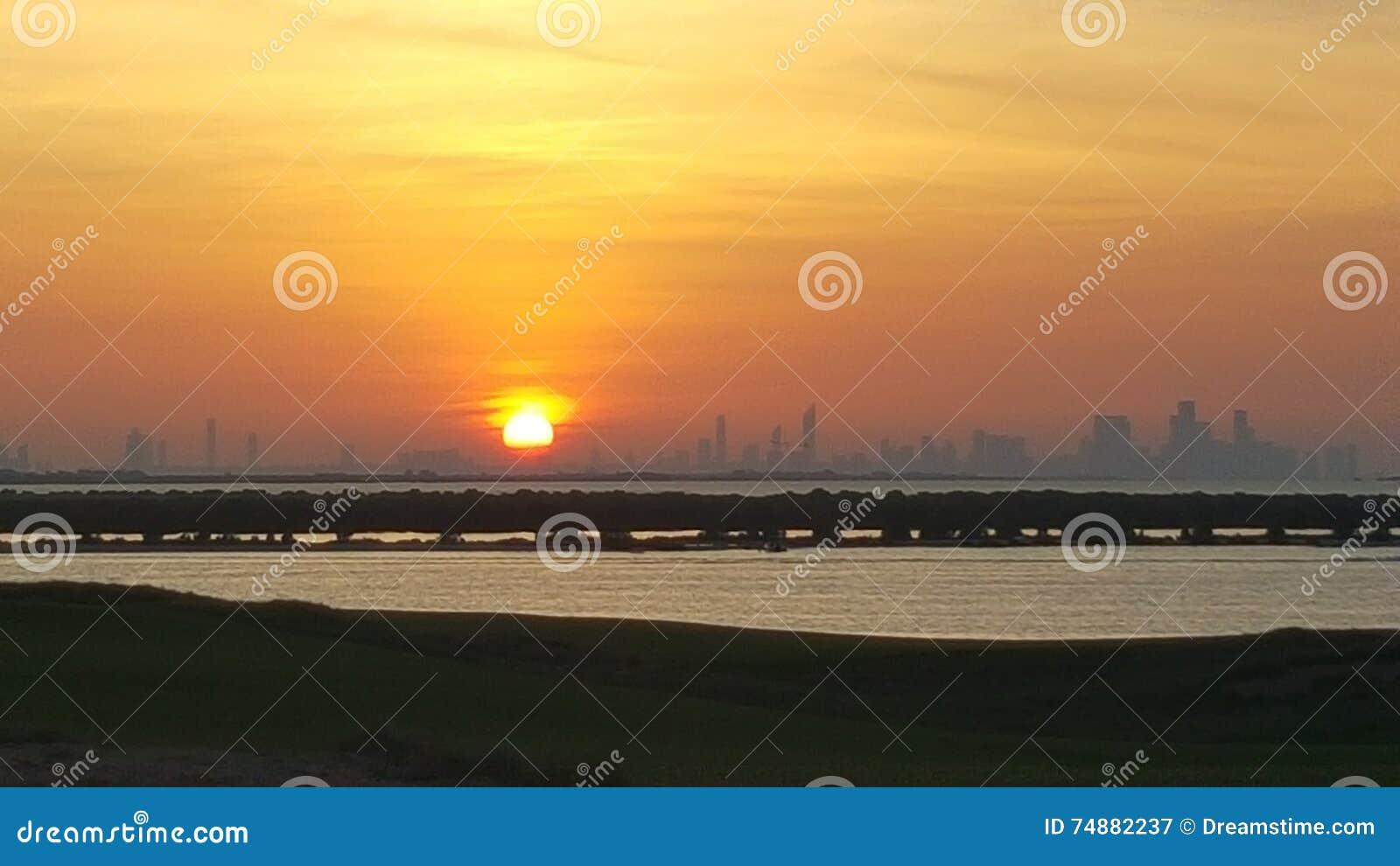 Por do sol em Abu Dhabi