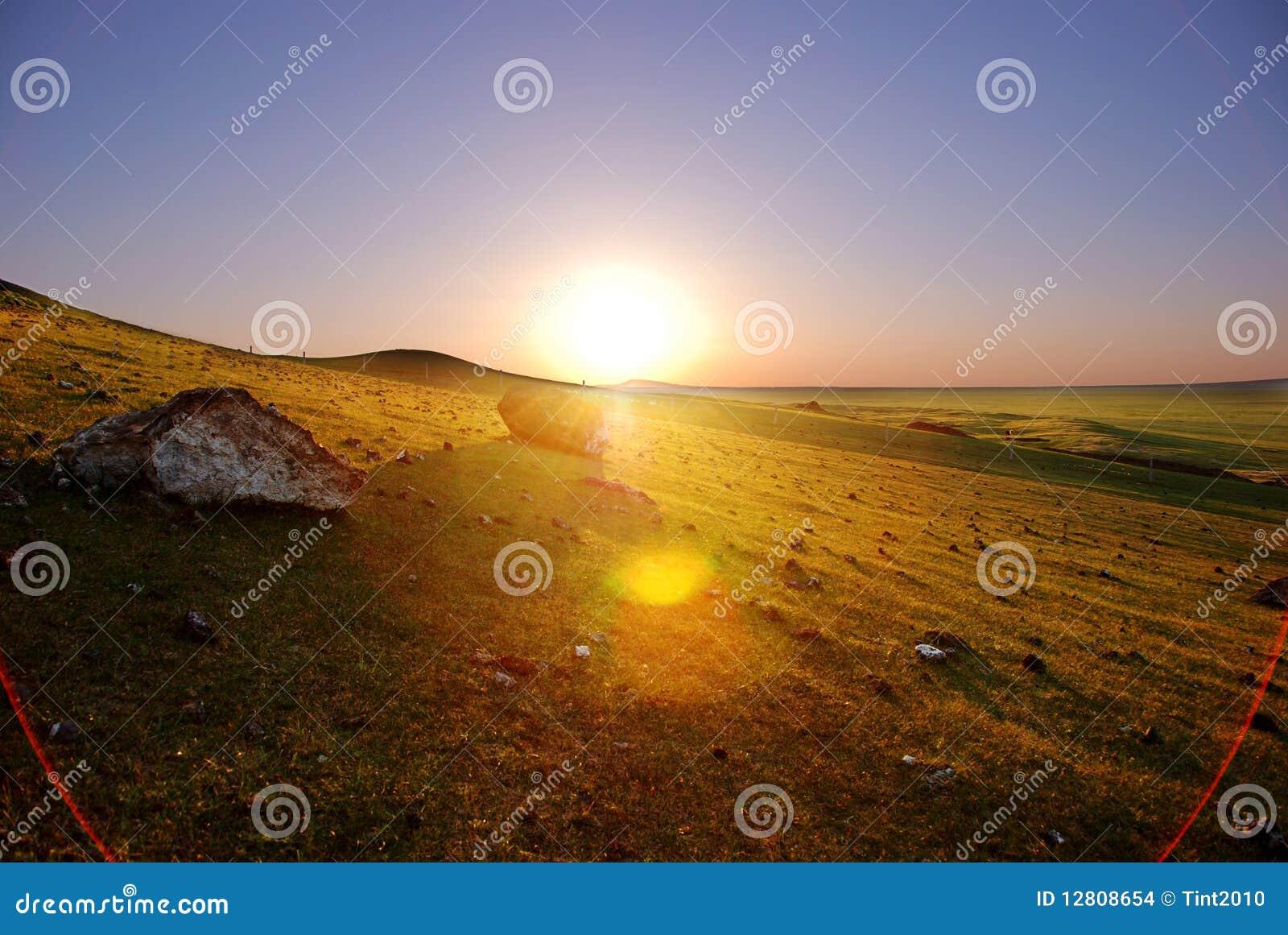 Por do sol em Inner Mongolia de China