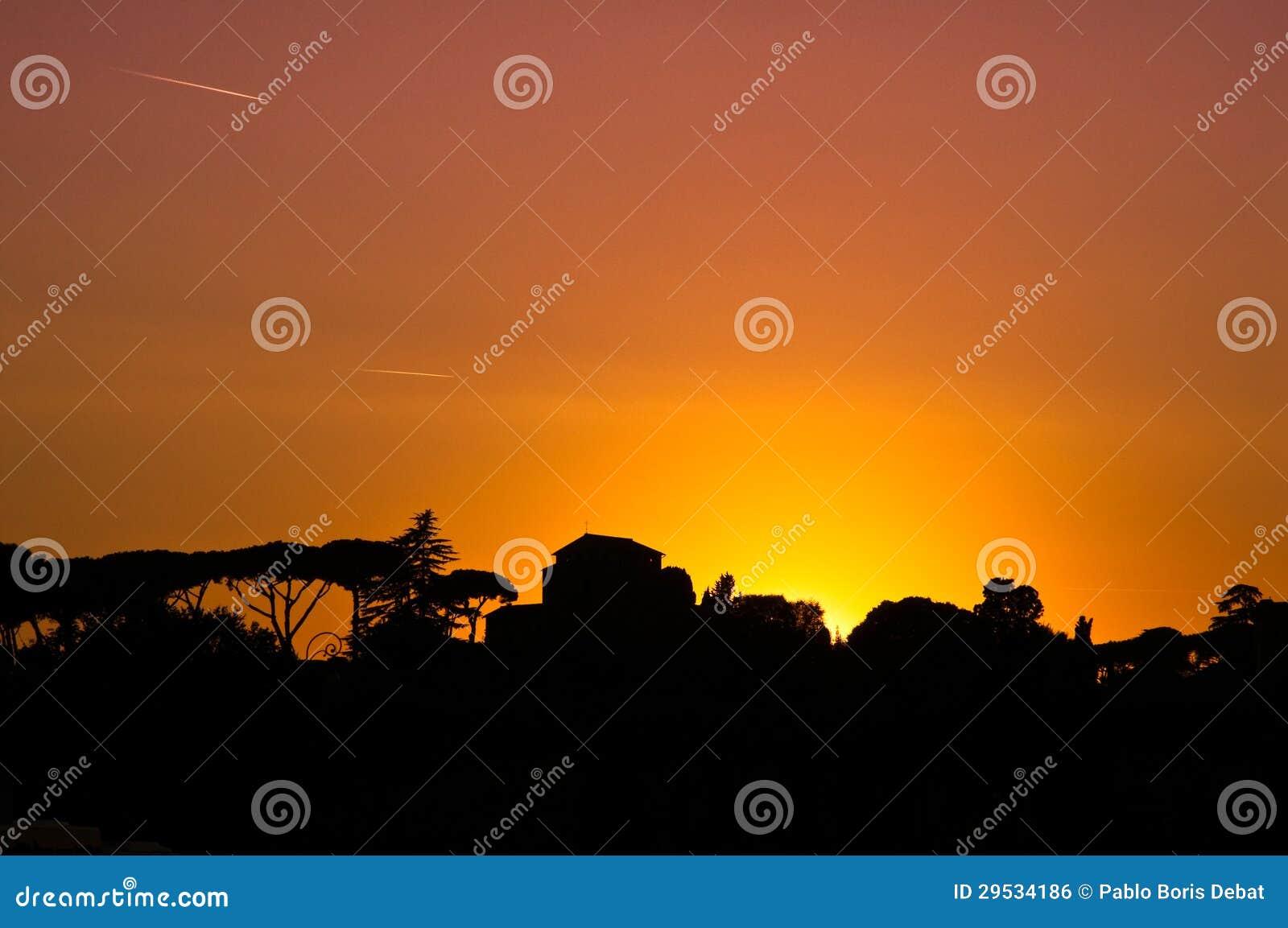 Por do sol em Roma sobre o monte de Palatine