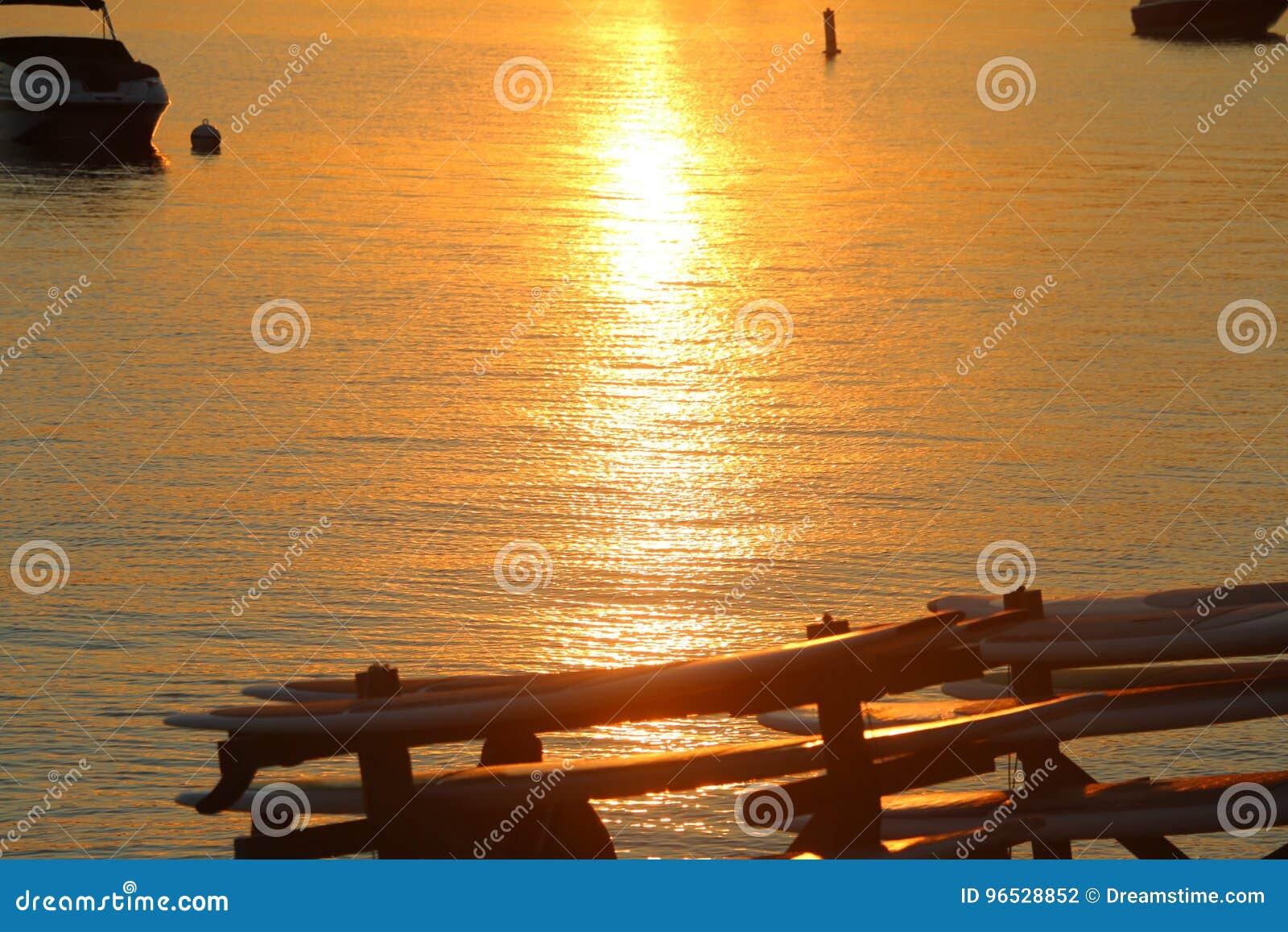 Por do sol em um lago