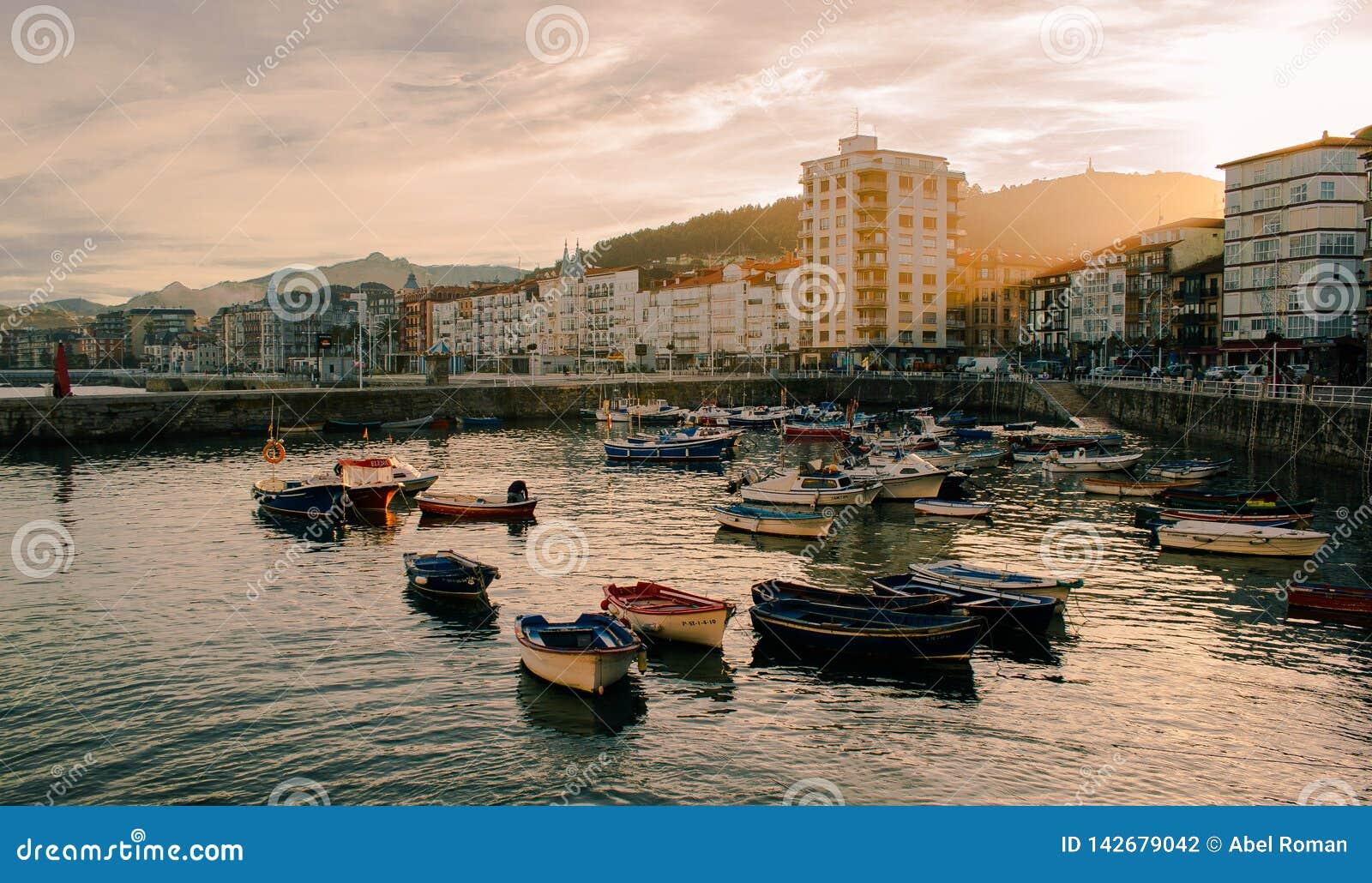 Por do sol em um porto, Castro Urdiales